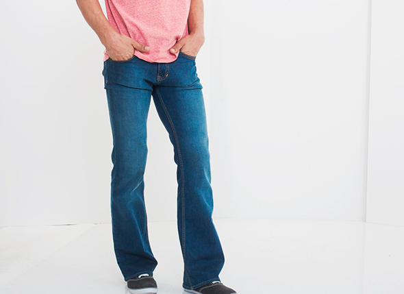bootcut-jeans-model